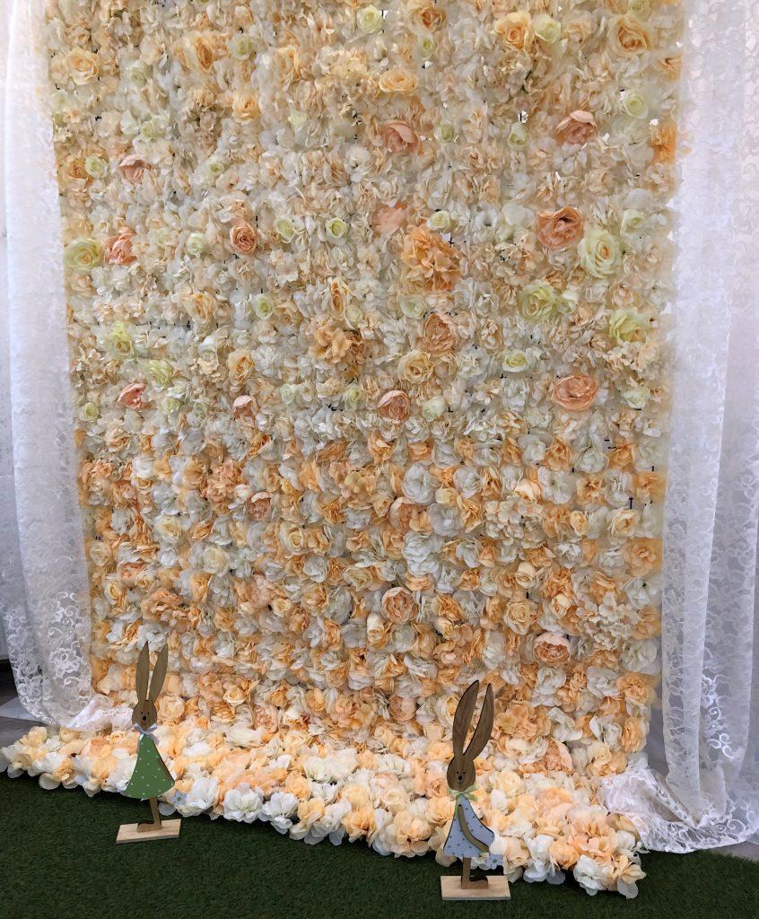Barackos virágfal bérelhető szertartás kiegészítőként, illetve háttérfal dekorációként. Érdeklődni elérhetőségről a tiptopdekor@gmail.com e-mail címen, illetve a  36305429585 telefonszámon.